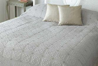 Victoria quilt taupe king